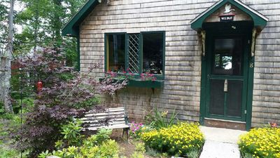 English cottage vibe. You can see the lake through front door. Enjoy mom garden