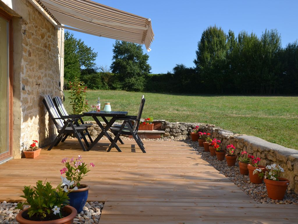 Auriolles Cottage Rental   Le Peuplier   Outdoor Living Space, Decked  Dining Area