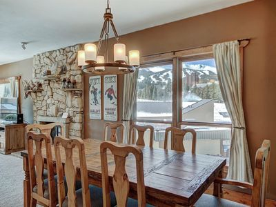 Ten Mile Condo - Ski-In/Ski-Out, Spacious, CDC certified cleaning products, Mountain Views, Walk to Main Street, LOCATION LOCATION!