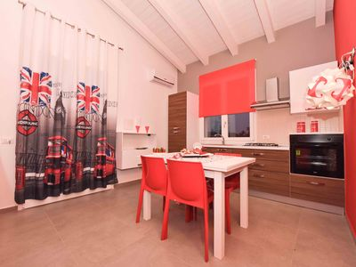 Photo for Apartment 6 people in the villa 100 m from the sea