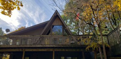 Treehouse: secluded 4.5 acre sanctuary with views of Sugar Lake