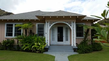 Lanikai Sonrise Cottage - Directly Across the St. from Beach