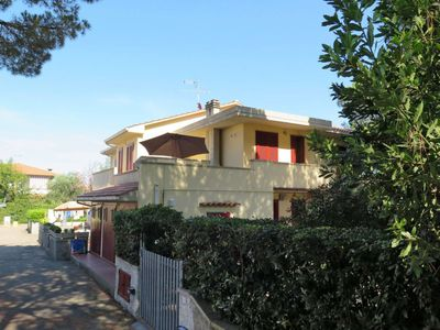 Photo for Apartment Residence Palazzeta (VAD120) in Vada - 5 persons, 1 bedrooms