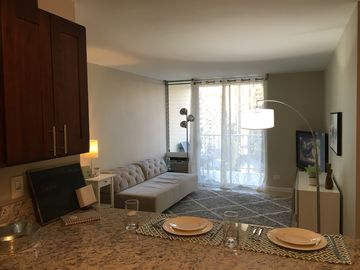 Clean family-friendly Waikiki Condo w/parking spot