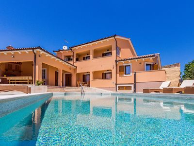 Photo for Holiday house Pula for 12 - 14 persons with 6 bedrooms - Detached holiday house