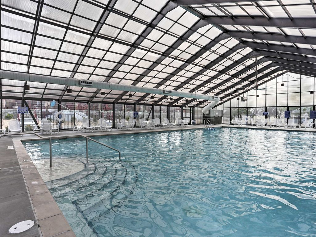 Condo w indoor pool access near branson lan vrbo for Branson mo cabins with indoor pool