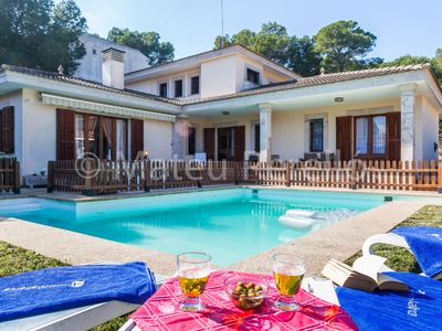 Photo for 5 bedrooms villa with large pool