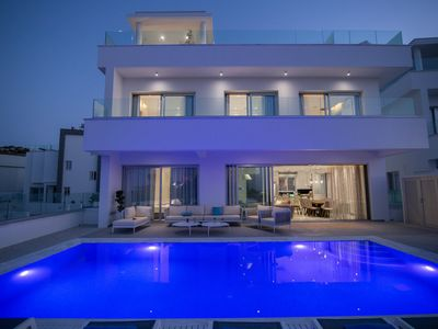 Photo for 6 bedroom villa in center of Protaras