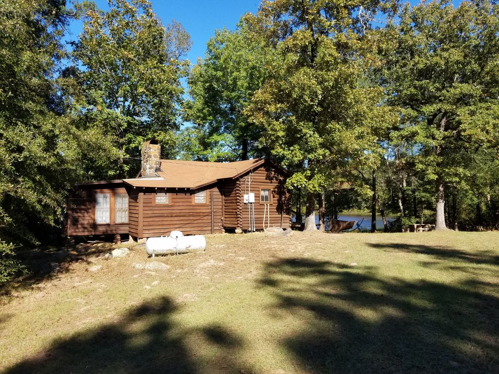 Secluded 1930 39 s log cabin on east texas private fishing for Private fishing lakes