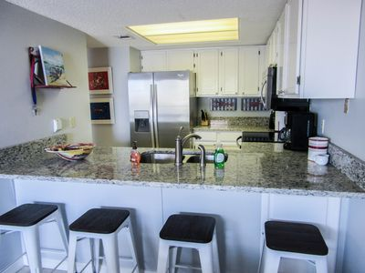 spacious breakfast bar with 4 stools