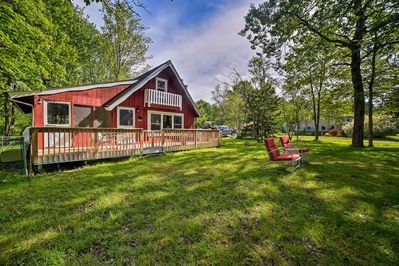 Nothing is more charming than this Pocono Lake cabin!