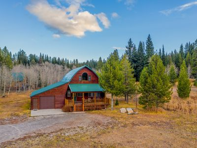 Photo for Spacious cabin w/ fireplace - less than eight miles to Yellowstone