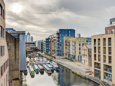 Photo for Modern 3 bed Flat with balcony overlooking canal and city skyline by Shoreditch