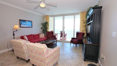 IN THE MIDDLE OF IT ALL, WALK TO EVERYTHING, DIRECT GULF FRONT TONS OF AMENITIES