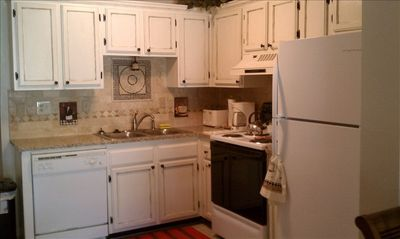 Great Tuscany theme kitchen with all of the amenities.