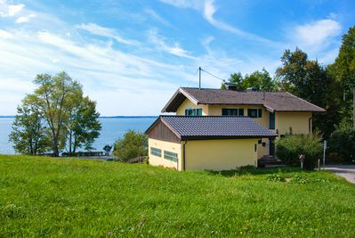 Right on the lake: your Chiemsee-Ferienhaus.