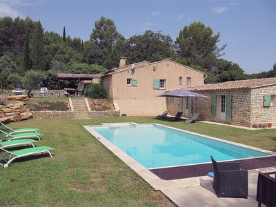 Photo for Provencal villa facing south with Clim, 1 hectare quiet, large private pool