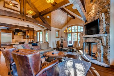 Bear Tracks Lodge - Great Room with Gas Fireplace, TV and opens to Dining & Kitchen