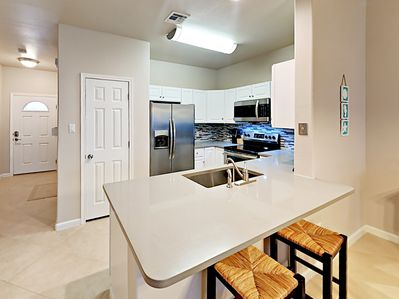 Kitchen - Two can keep the chef company at the gleaming breakfast bar.