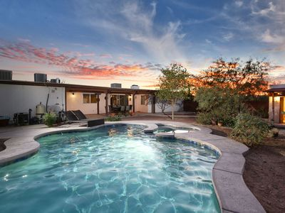 Remodeled Desert Hideaway-15 min from downtown