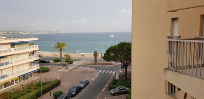 Photo for Apartment sea view4 people on the beach, air conditioning, fully renovated.
