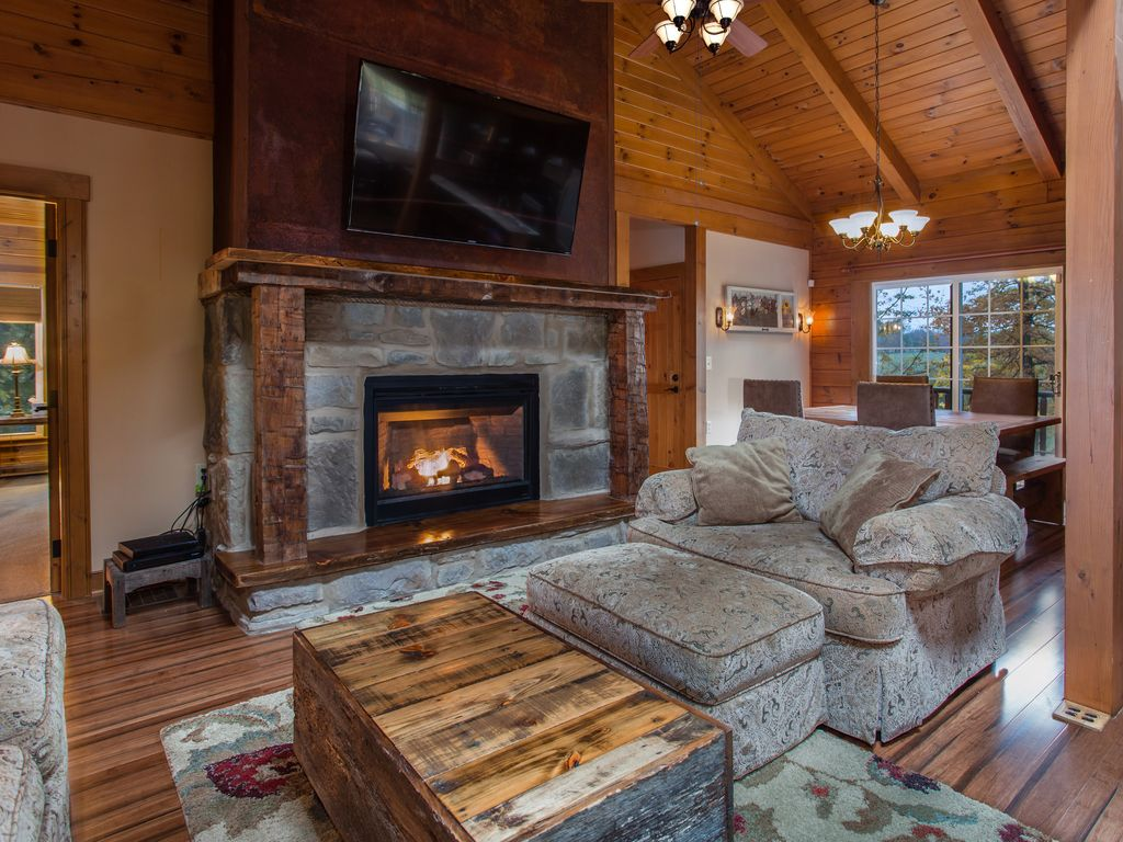 Luxury Log Cabin Hot Tub Fireplace Free Wi Fi Firepit Sleeps 14