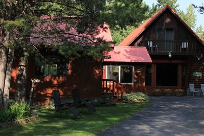 Clean, quiet, cozy cabin located only 17 miles from Yellowstone National Park!
