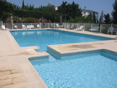 Photo for 4-room flat in a residential resort with swimming-pool and tennis court