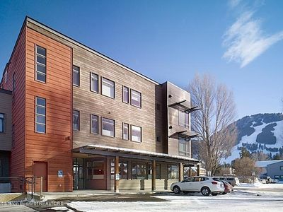 Photo for Sophistication & Convenience; Urban Flat one block from Town Square