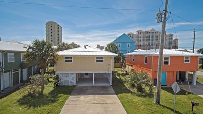 Photo for PRIVATE HOME, CLOSE TO THE BEACH, GREAT FOR FAMILIES, CONVENIENT TO EVERYTHING