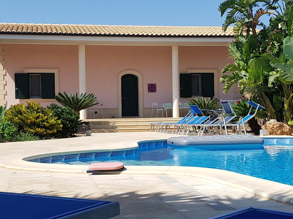 3 Apartments And 1 Villa With Large Park Pool With Tropical Plants