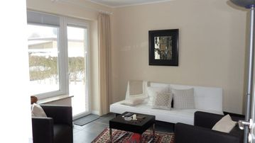 Quiet, bright bungalow half the sea. Approximately 2 minute walk to the Baltic Sea. Jetty
