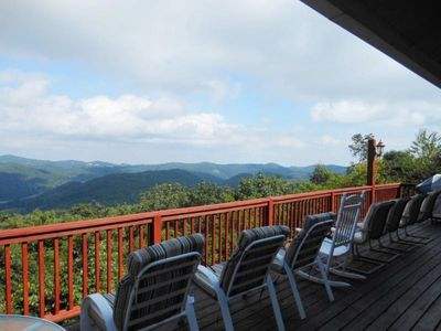 5BR, Big Views, Pool Table, Foosball, Between Boone & Blowing Rock. Great Location, Affordable Rates