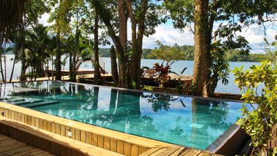 Tom's Paradise: River Front View, Private Pool + Free WiFi