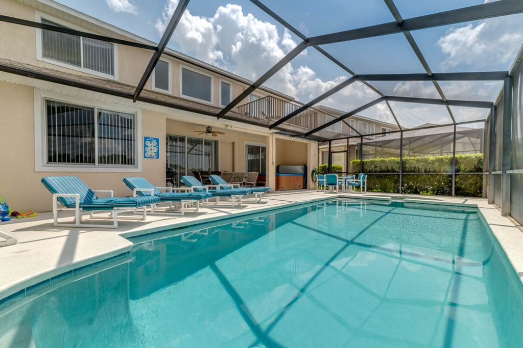 Lakeside, 2 king master suites, games room, hot tub 4 miles to ...