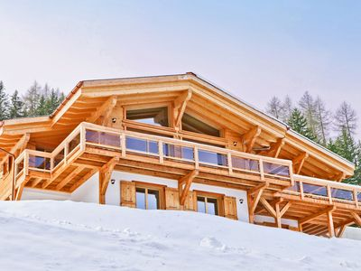 Photo for Spacious, luxury chalet with sauna, internet and outdoor whirlpool