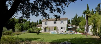 Photo for Saint-Rémy-de-Provence, 4 kms, mas very quiet, walk to the center