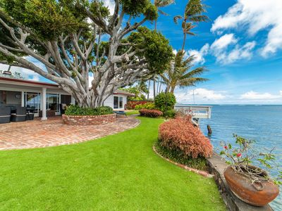 Niuiki~Charming & Tranquil~4 bd gated oceanfront oasis~with pool and a/c!