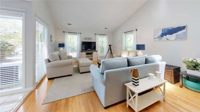 Bring Fido along! This beautifully decorated homes is pet friendly.