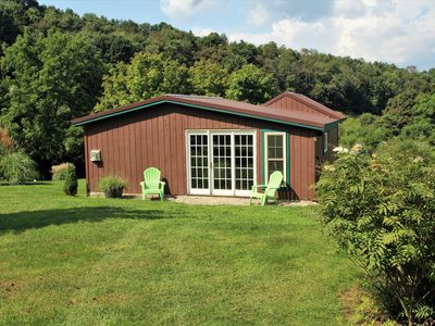 Byre Bungalow--Country Getaway, still close Yough, Fallingwater and Ski Resorts