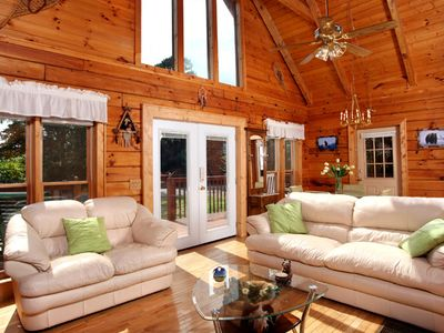 Photo for Dream Catcher, 2 Bedrooms, Sleeps 6, Hot Tub, Near Golf Course, Views