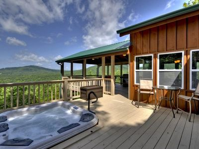Tastefully Decorated Vacation Cabin Rental Boasting an Incredible View