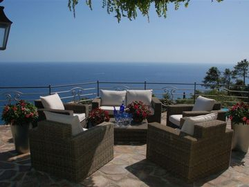 Fabulous Villa/ Apartment, Breathtaking Seaviews,with Private Heated Pool