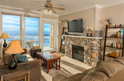 Photo for Stunning Top Floor Executive Oceanfront, 2 Masters, Fireplace & Private Hot Tub