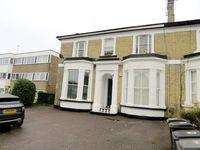 An excellent modern one bedroom flat close to transport and shops. A fabulous place to stay