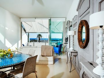 Wide Waterfront Windows At The Marina, Design Furnishing - Casa Vespro