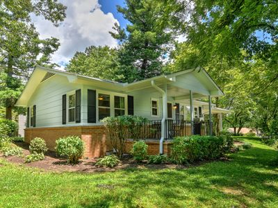 Photo for Completely remodeled cottage 5 mins to Historic Hendersonville NC