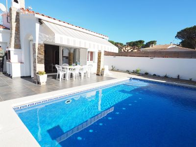 Photo for House on the ground floor with private pool 700 meters from the beach of Riells and shops.
