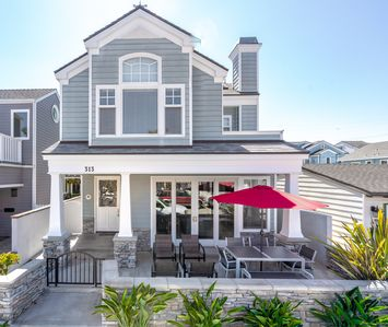Cape Cod style cottage with large patio & grill