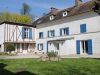 Close to Versailles Palace, spacious and very good rooms with nicely updated bathrooms.